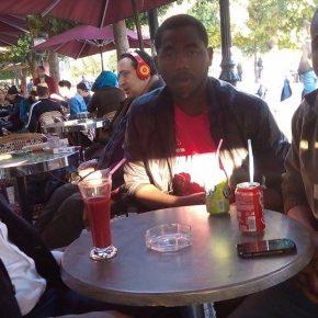 Entretien avec Mamadi Kab et Doukouré, de la droite au milieu